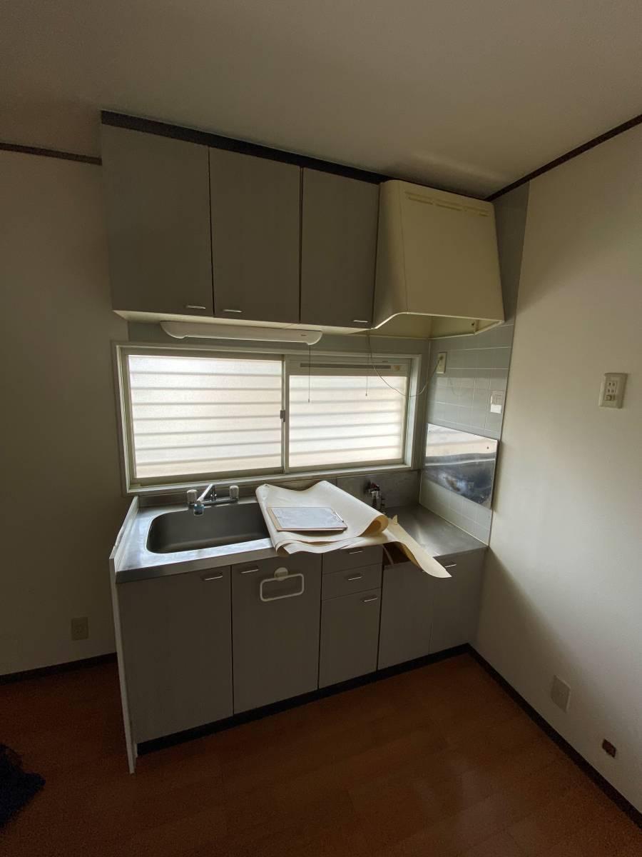 e-cubeホームテクノ 川越支店の古くなったキッチンの扉もリニューアルの施工前の写真1