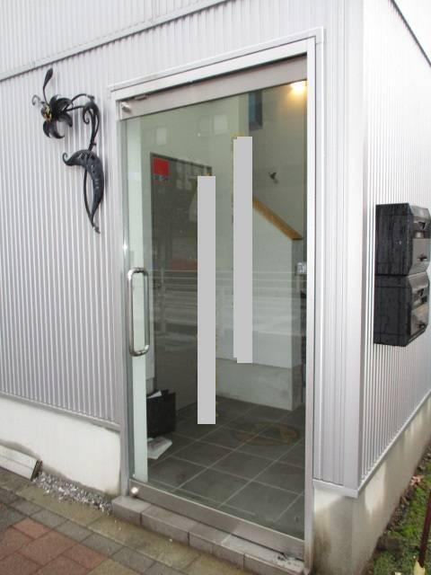 光トーヨー住器の事務所ドアの交換!の施工前の写真1