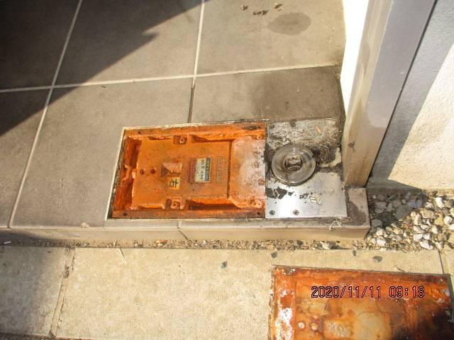 光トーヨー住器の事務所ドアの交換!の施工前の写真2