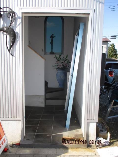 光トーヨー住器の事務所ドアの交換!の施工前の写真3