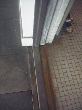 竹原屋本店の☆トイレ改修☆入口ドア(オーダー品)(*^▽^*)の施工前の写真3