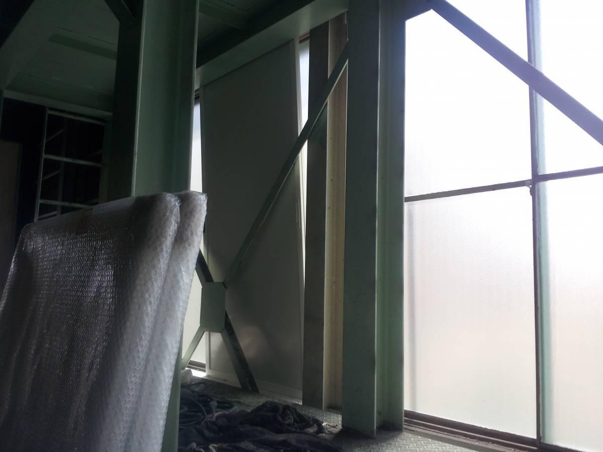 竹原屋本店の☆製品倉庫の遮光対策☆薄型の内窓設置(^O^)/の施工前の写真3