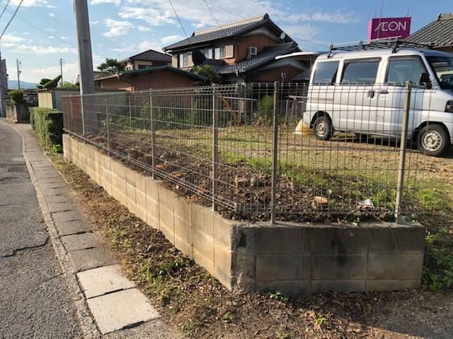 ヤマガタヤ リフォームガーデン部の外周樹木伐採フェンス施工の施工後の写真1
