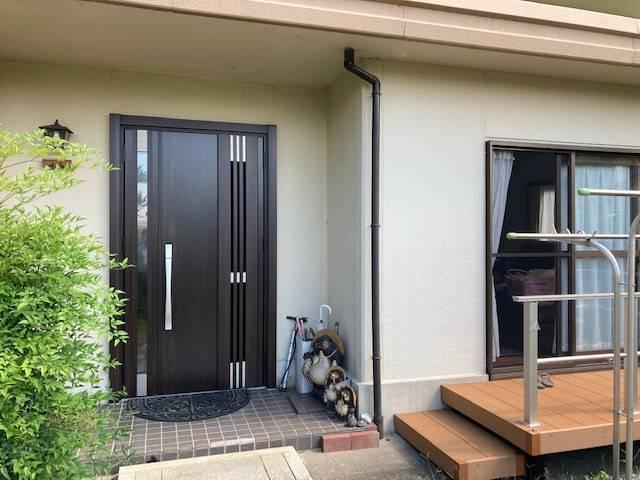 ヤマガタヤ リフォームガーデン部のリシェント玄関と門扉のコーディネートの施工後の写真3