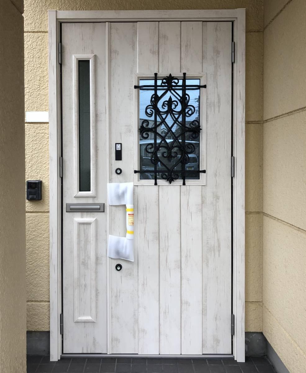 セレックスの玄関ドア LIXILリシェント カバー工法工事の施工後の写真1