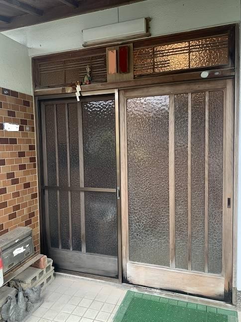 小林エコ建材の古くなった玄関引戸をリフォームしたいの施工前の写真1