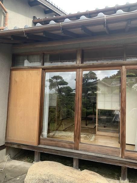 小林エコ建材の古くなった木製雨戸、取り替えられますか?の施工前の写真1