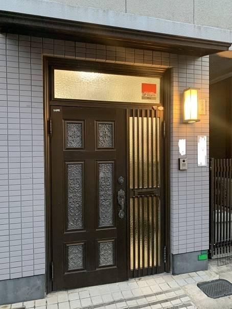 小林エコ建材の明るくモダンな玄関ドアに早変わり!機能も充実!の施工前の写真1