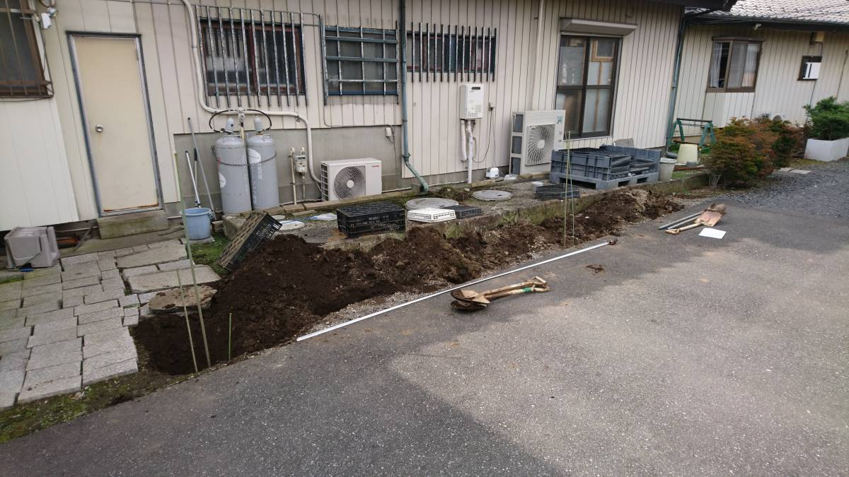 葵トーヨーのカーポート新設工事の施工前の写真3