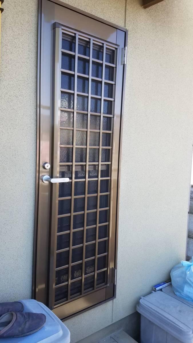 イソベトーヨー住器の山梨県甲斐市 勝手口ドア本体交換の施工例 本体のみ交換できます‼の施工後の写真1