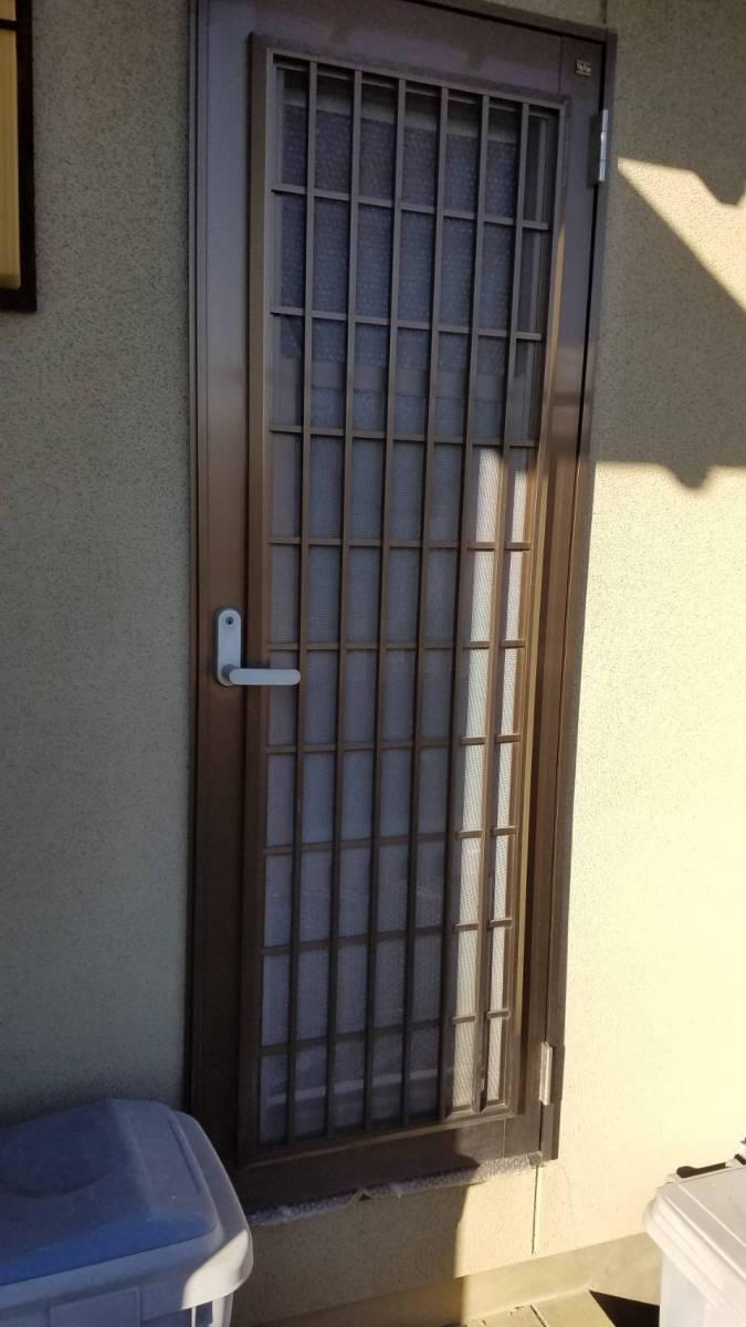 イソベトーヨー住器の山梨県甲斐市 勝手口ドア本体交換の施工例 本体のみ交換できます‼の施工前の写真1
