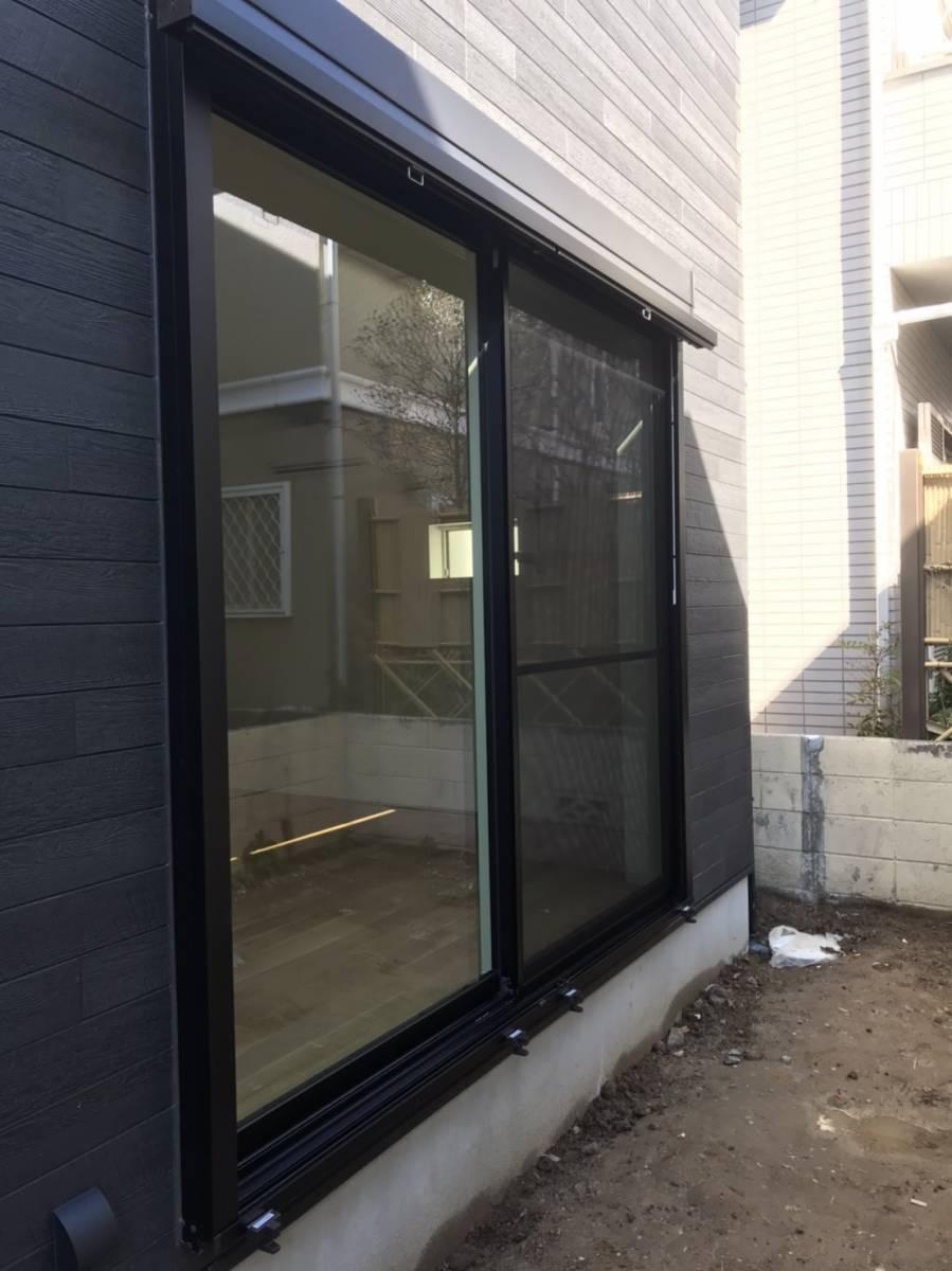 ヤシオトーヨー住器の日差し対策は『外側でのカット』が効果的です🌞の施工前の写真1