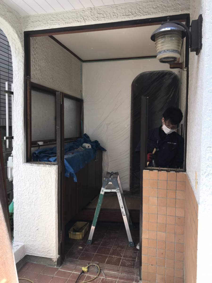海老名トーヨー住器の築40年、玄関リフォームで断熱効果UP!の施工前の写真2