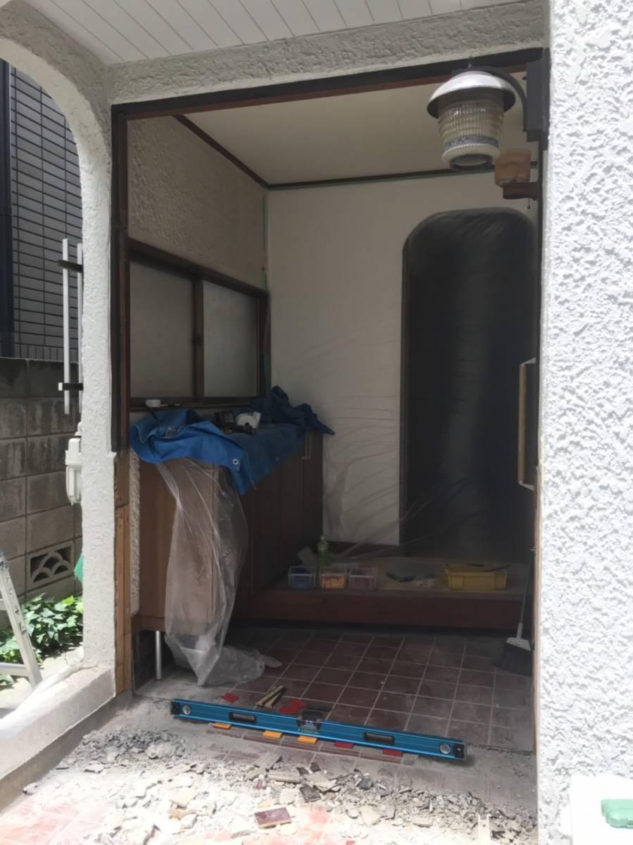 海老名トーヨー住器の築40年、玄関リフォームで断熱効果UP!の施工前の写真3
