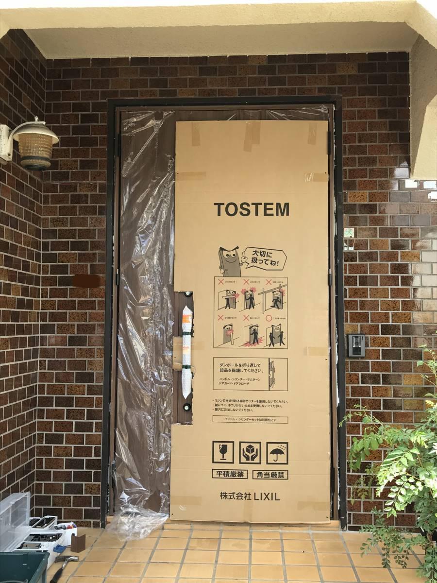 海老名トーヨー住器の築40年のランマ付き玄関がリフォームで生まれ変わりました!の施工後の写真1