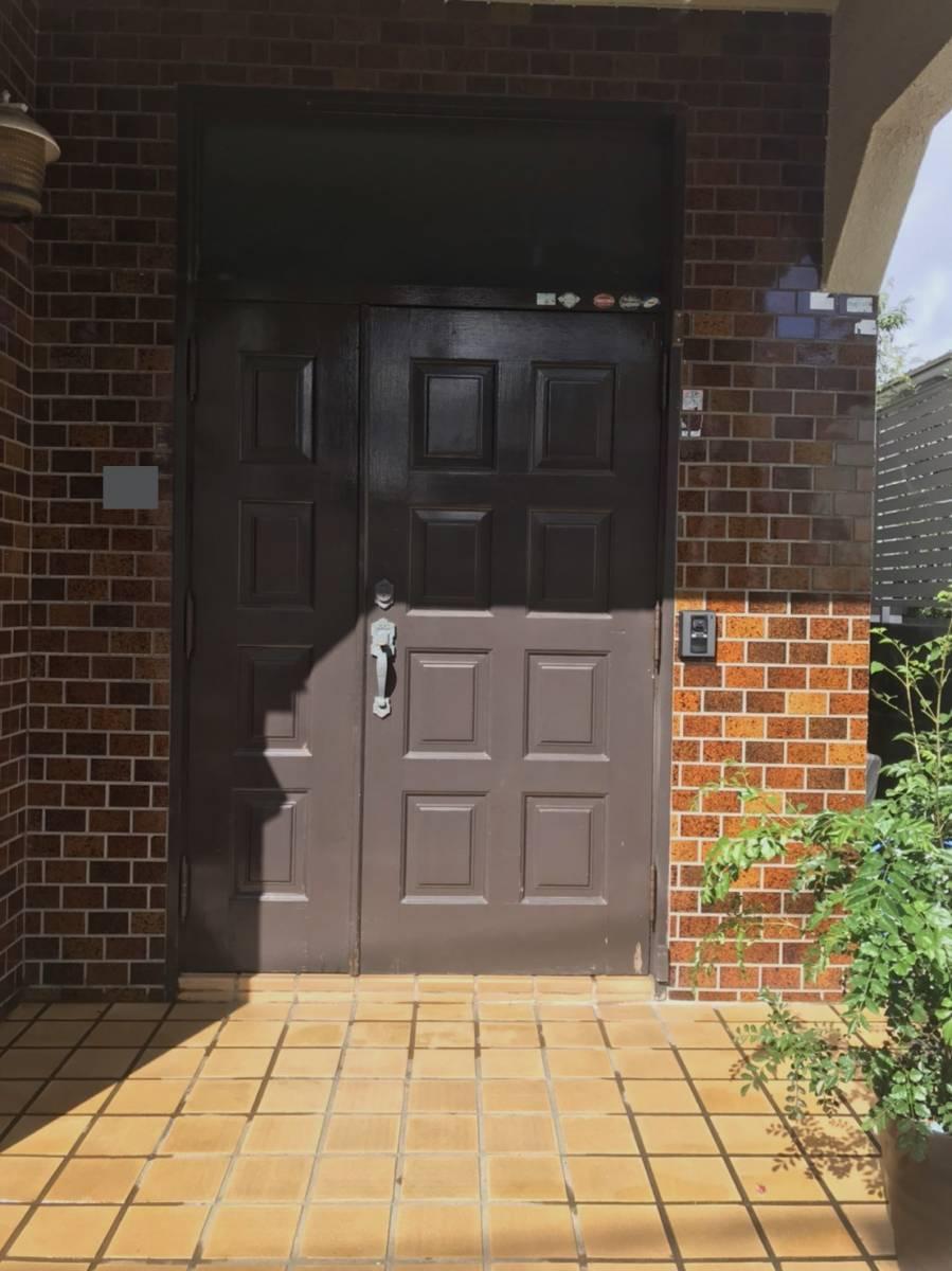 海老名トーヨー住器の築40年のランマ付き玄関がリフォームで生まれ変わりました!の施工前の写真1