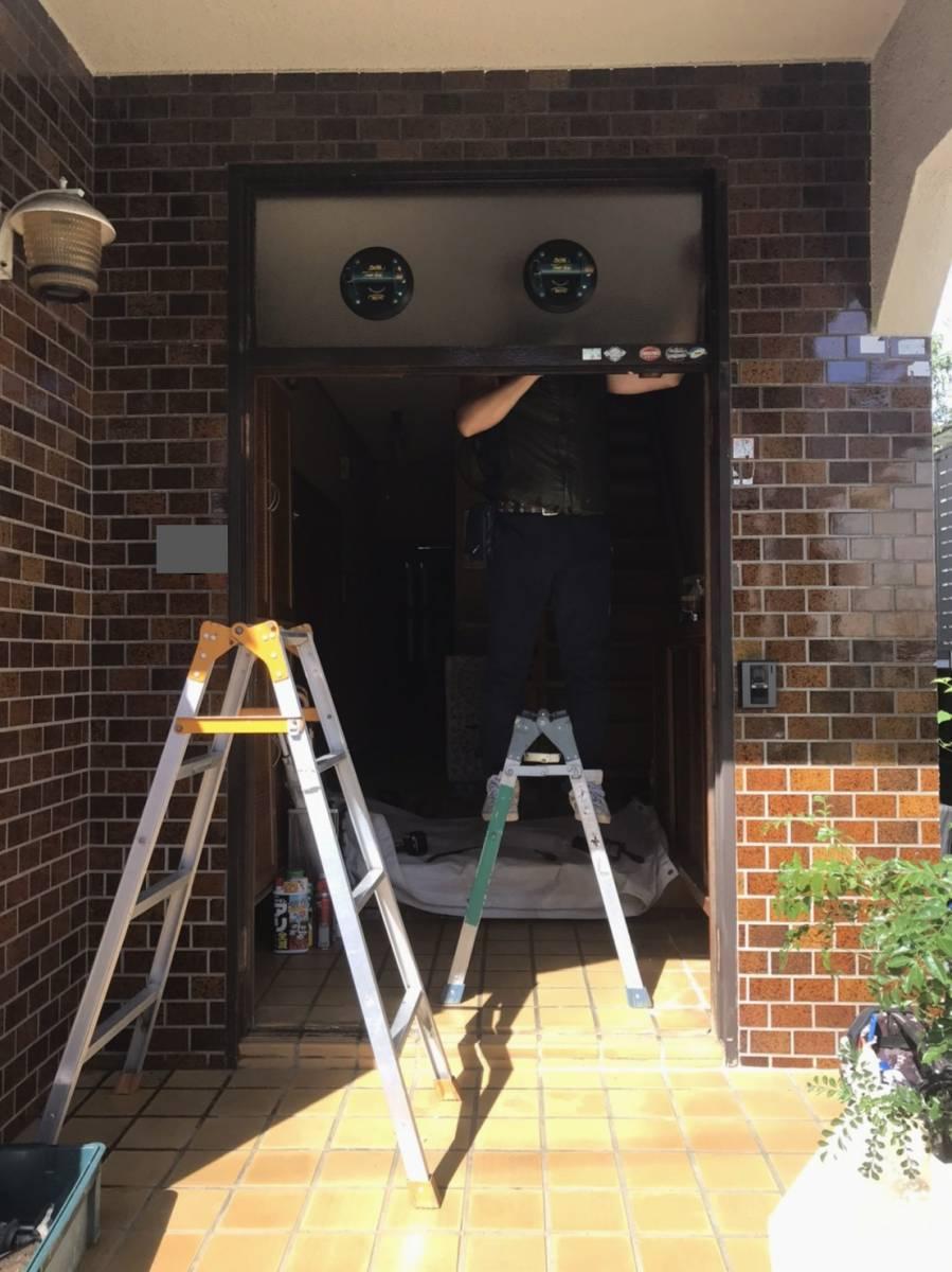 海老名トーヨー住器の築40年のランマ付き玄関がリフォームで生まれ変わりました!の施工前の写真2