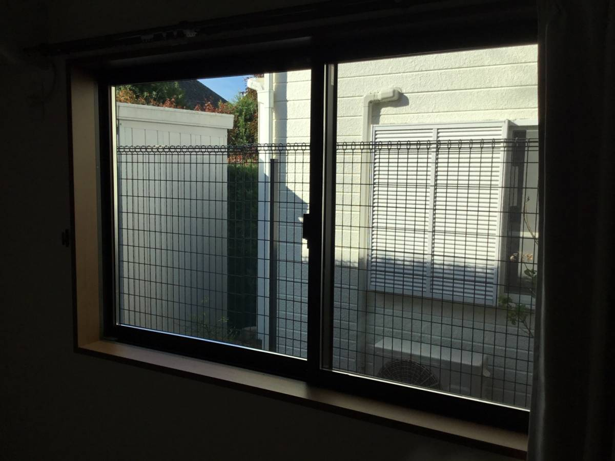 スルガリックス 静岡店の内窓を三か所取り付けました。の施工前の写真2