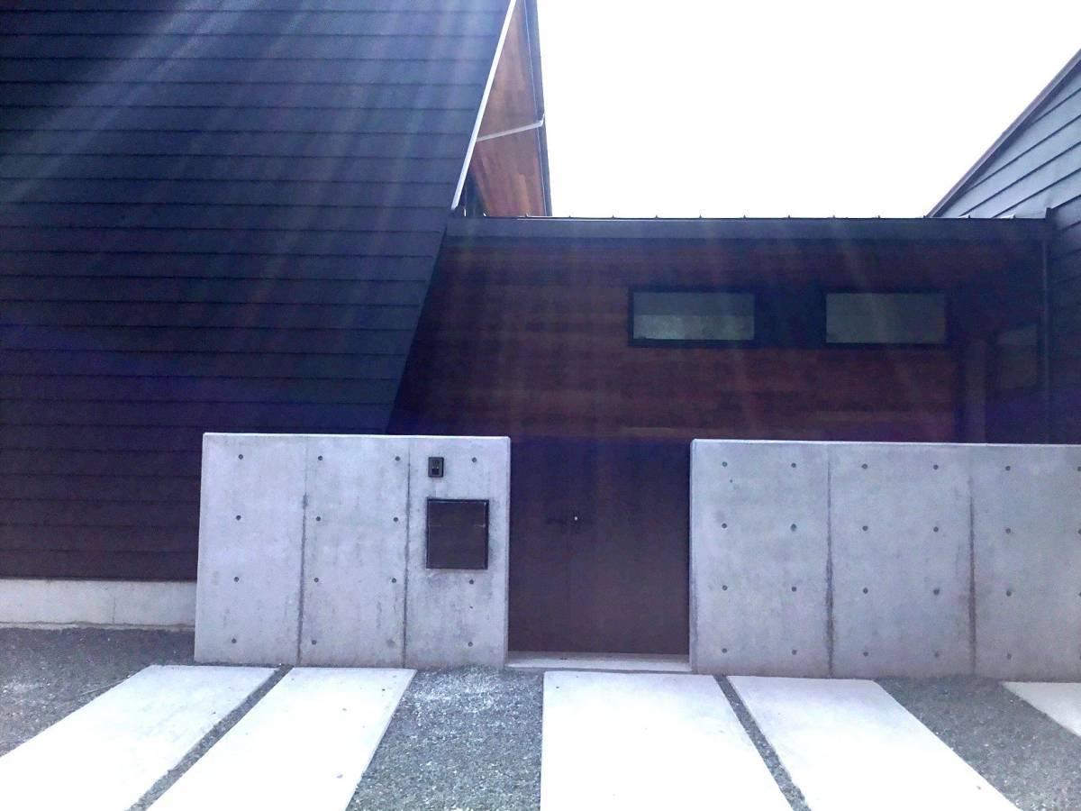 スルガリックス 静岡店の門扉を設置いたしました。の施工後の写真2