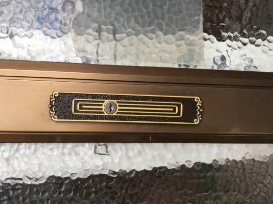 大和アルミトーヨー住器の玄関引手・召合せ錠交換をさせていただいました施工事例写真1