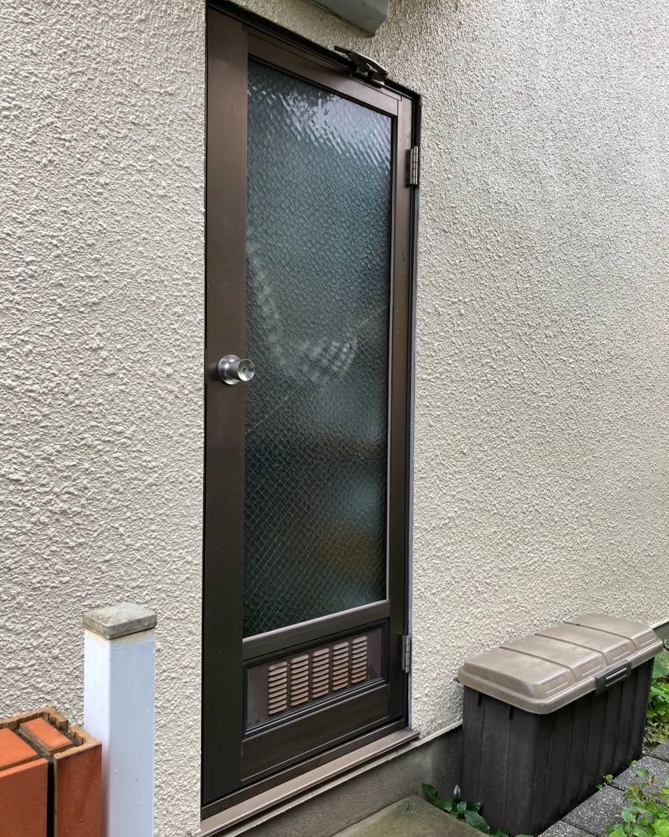 湖西トーヨー住器の費用を抑えて1DAYリフォーム!LIXILのリフォーム勝手口ドア『リシェント』の施工前の写真1