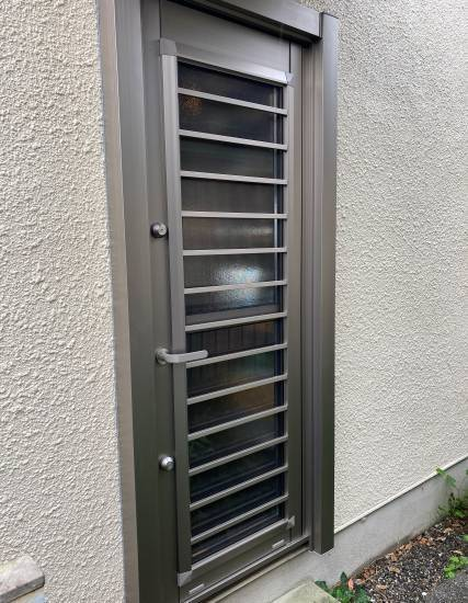 湖西トーヨー住器の費用を抑えて1DAYリフォーム!LIXILのリフォーム勝手口ドア『リシェント』施工事例写真1