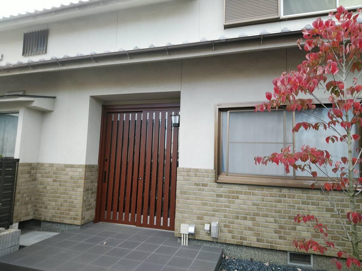 村島硝子商事のリクシル1Dayリフォーム リシェント玄関引き戸の施工後の写真1