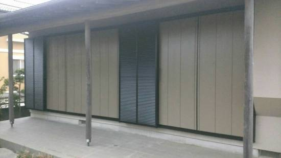 大成トーヨー住器の雨戸取付工事施工事例写真1