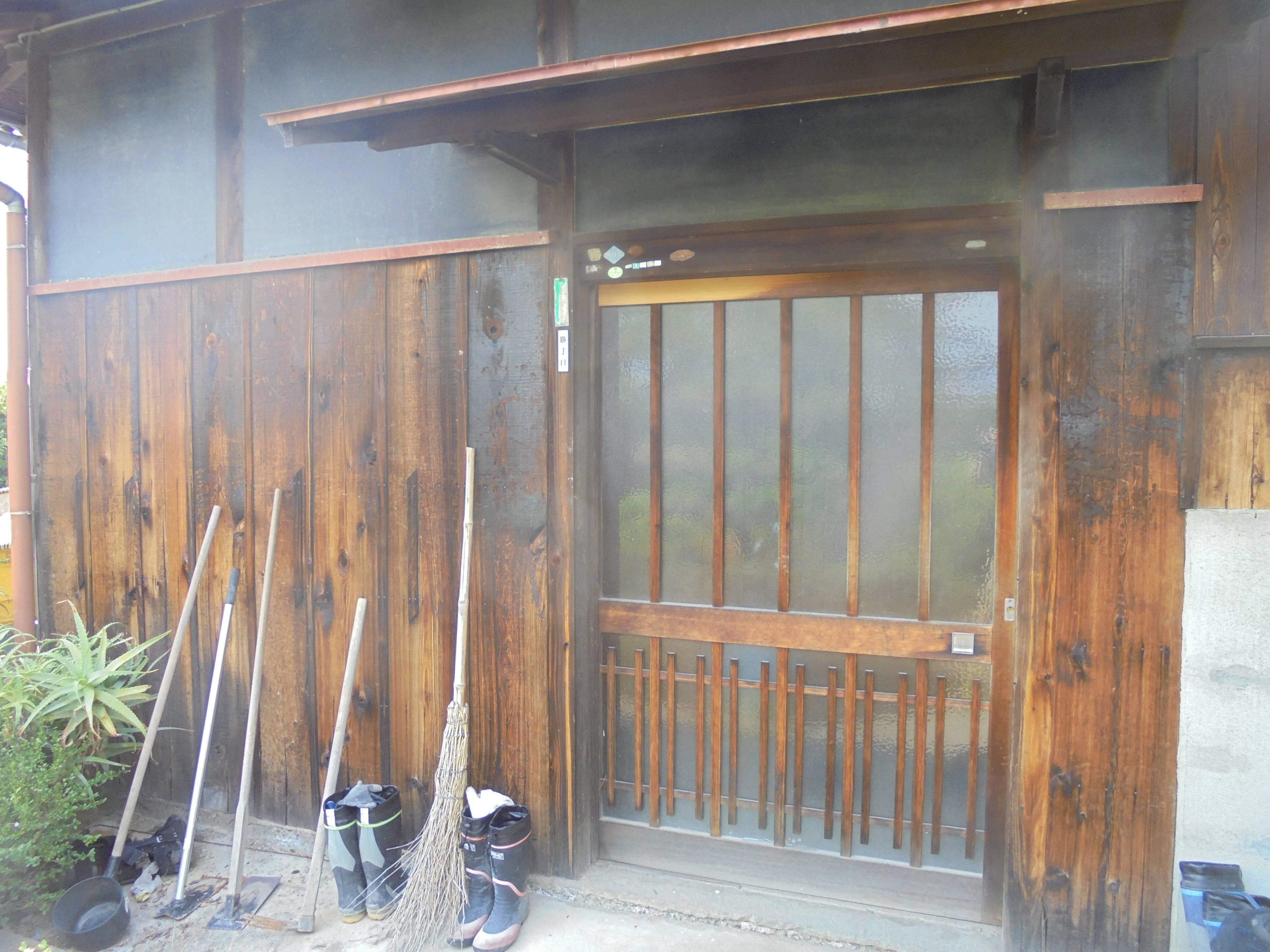 古くなった玄関を取り替えて、毎日の出入りを快適に。 北摂トーヨー住器の現場ブログ 写真1