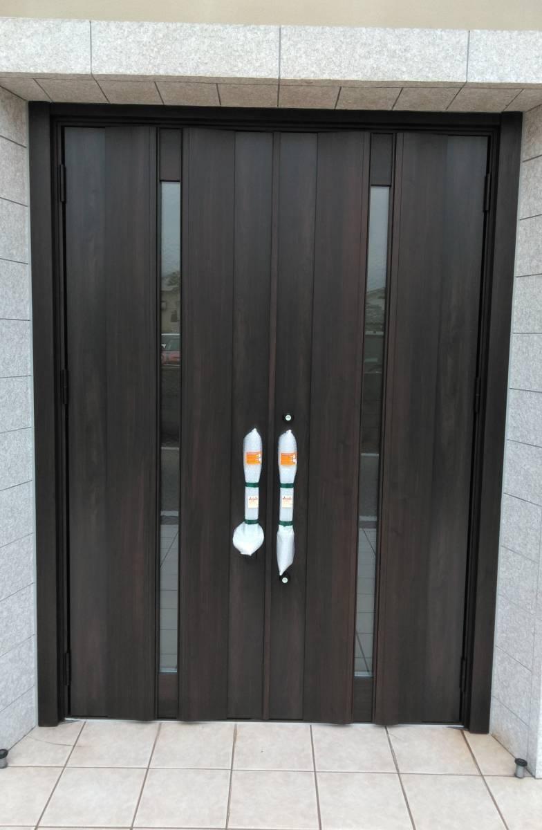 北摂トーヨー住器の両開き玄関のリフォームもリシェントで!の施工後の写真1