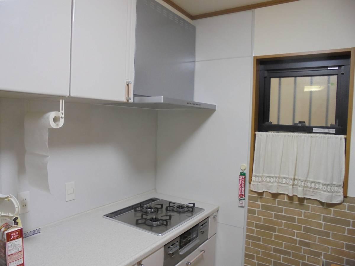 北摂トーヨー住器のキッチンリフォーム!コンロとレンジフードを交換しました。の施工後の写真1