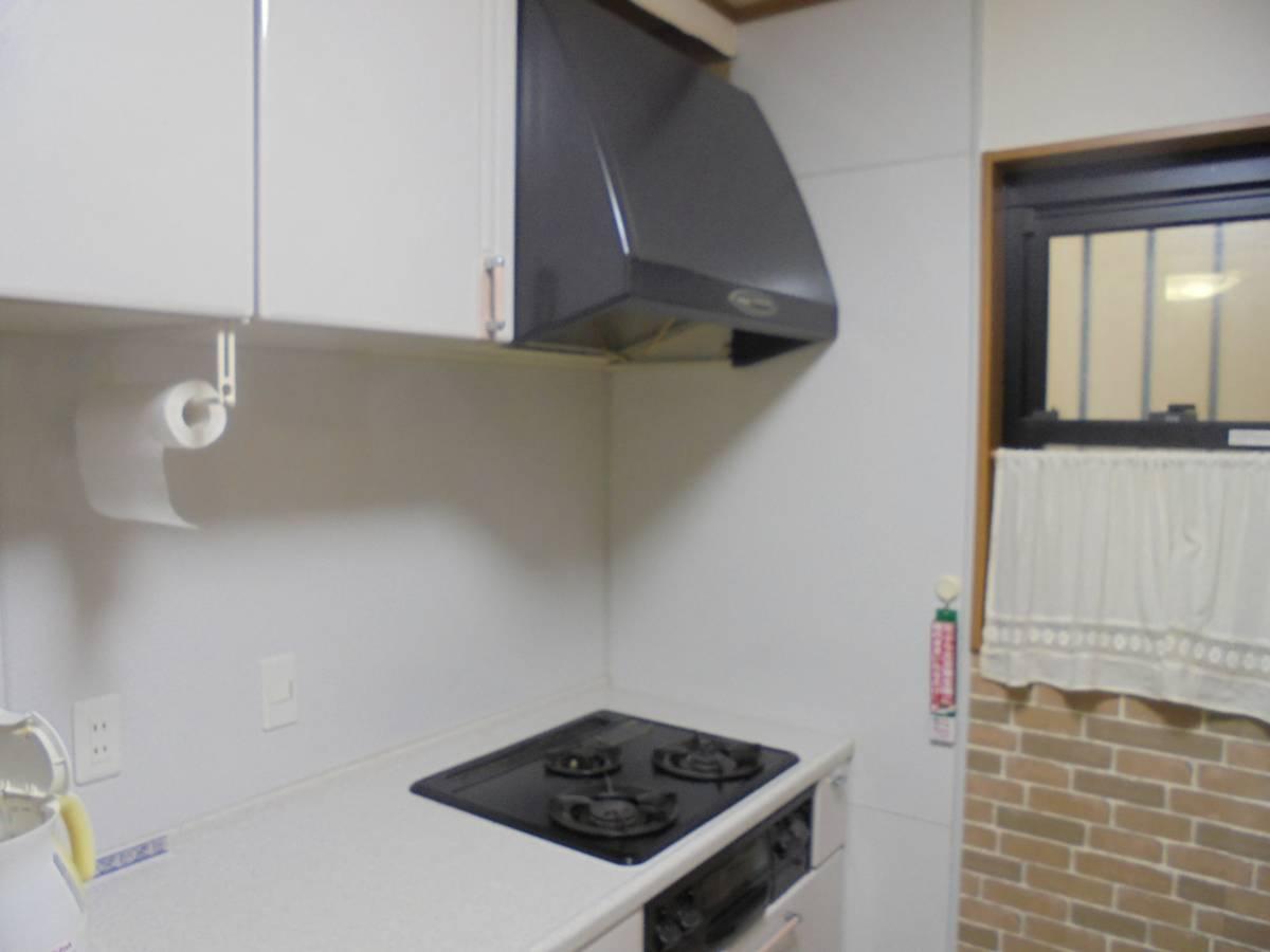 北摂トーヨー住器のキッチンリフォーム!コンロとレンジフードを交換しました。の施工前の写真1