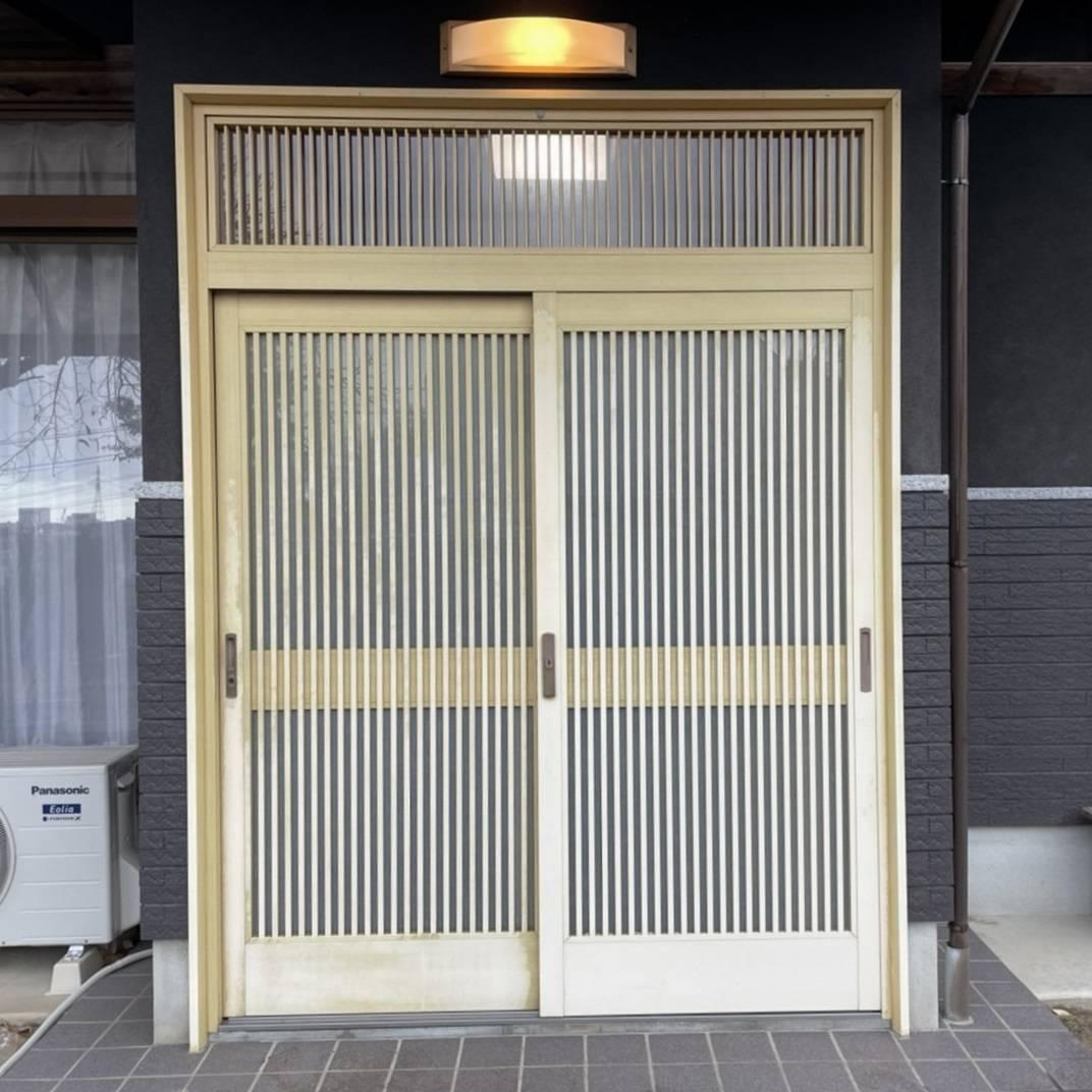 窓工房テラムラの古くなった玄関引戸をタッチキー式のおしゃれな玄関引戸に交換したい。の施工前の写真1