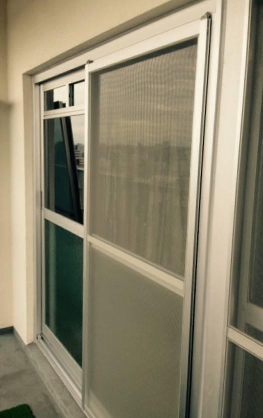 窓工房テラムラのマンションのガタガタな窓を短期間でリフォームしたいの施工前の写真1