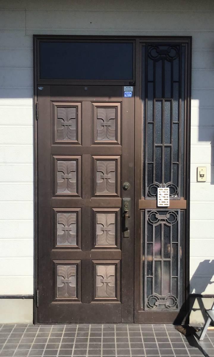 茂木トーヨー住器 宇都宮の通風式玄関ドア、鍵を締めた状態でも風が入ってきます。栃木県河内郡上三川町の施工前の写真1