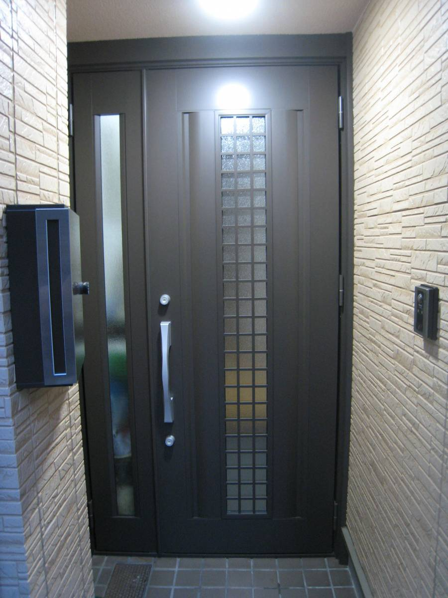 大東トーヨー住器の玄関ドア取替工事の施工後の写真1