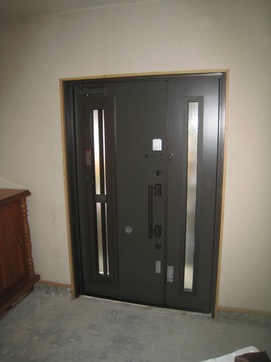 大東トーヨー住器の玄関ドア取替工事の施工後の写真2