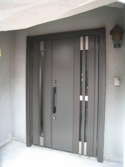 大東トーヨー住器の玄関ドア取替工事施工事例写真1