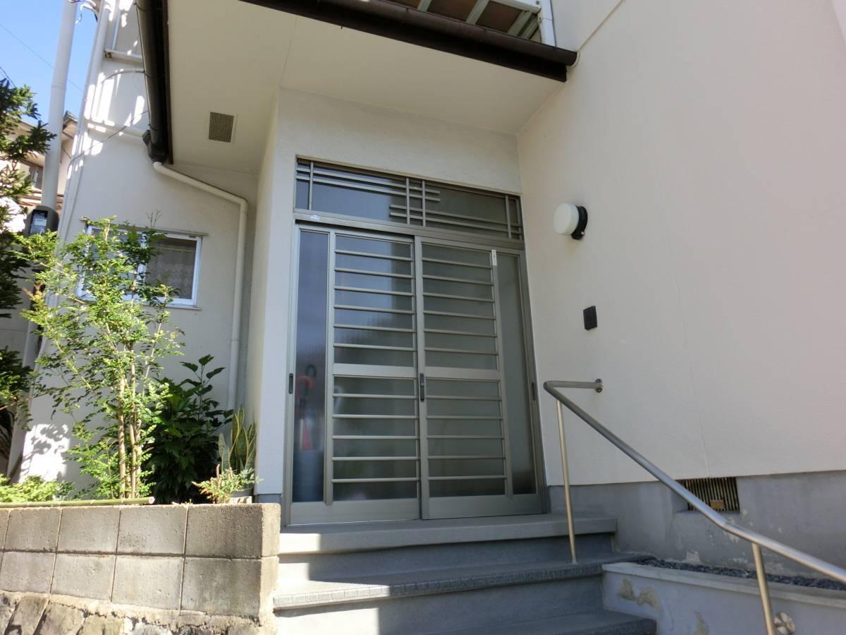 大東トーヨー住器の玄関ドア取替 電気錠付 断熱タイプの施工前の写真1