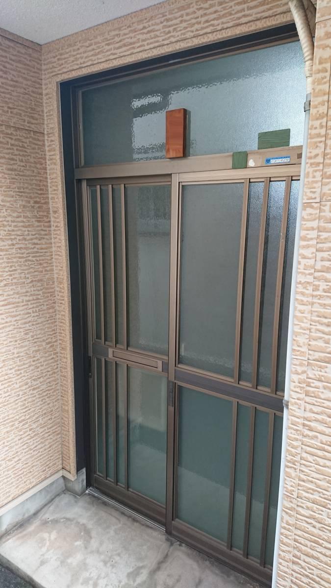 大東トーヨー住器の玄関引戸取替工事の施工前の写真1