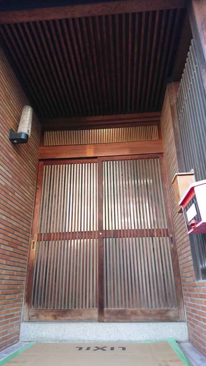 大東トーヨー住器の玄関引戸(リシェント)工事の施工前の写真1