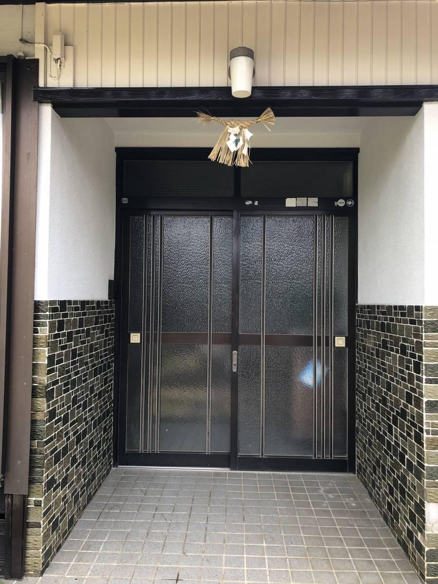 中嶋トーヨー住器の【1DAYリフォーム】玄関リシェント 施工の施工前の写真1