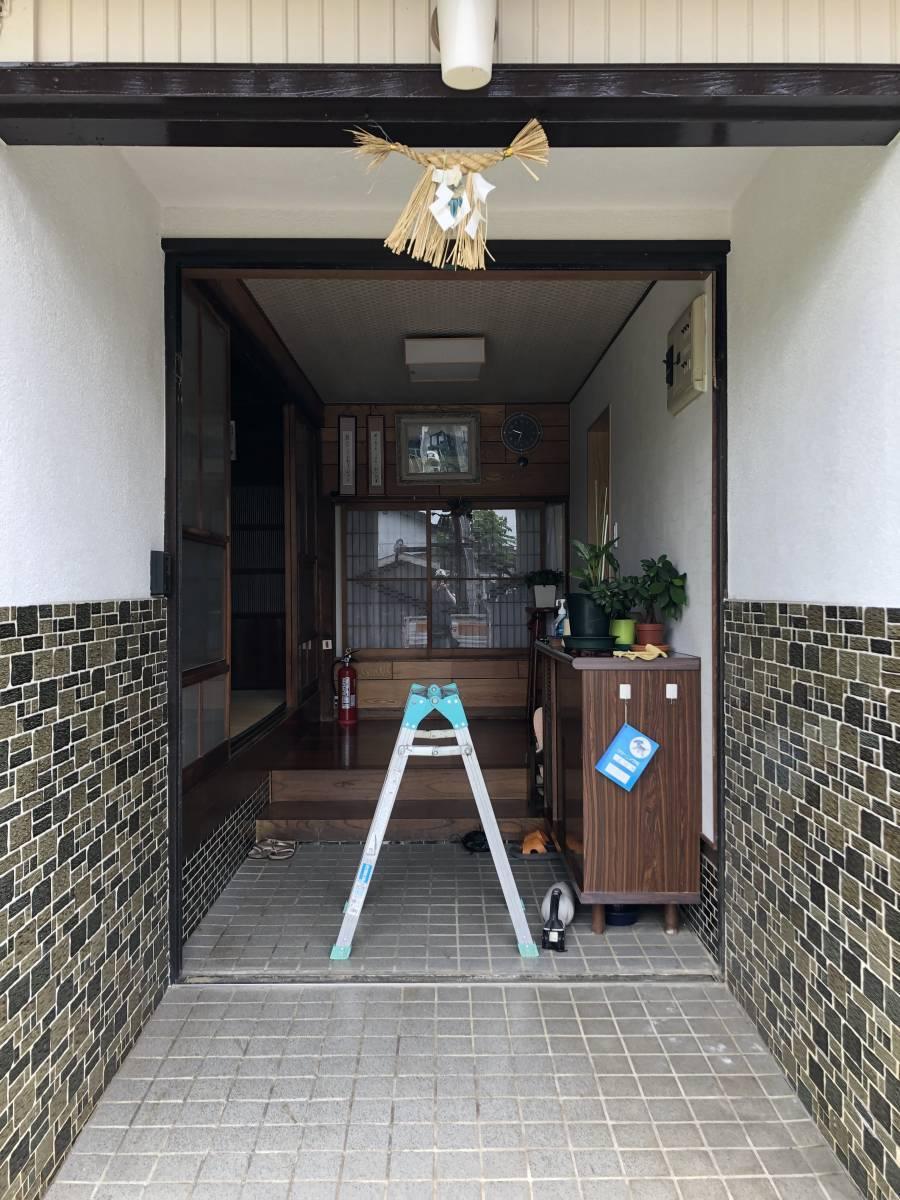 中嶋トーヨー住器の【1DAYリフォーム】玄関リシェント 施工の施工前の写真2