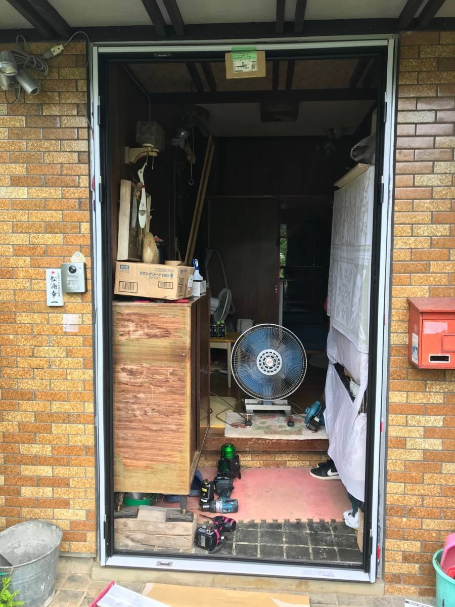 マサキトーヨー住器の防犯対策!玄関ドア リシェント交換工事の施工前の写真1